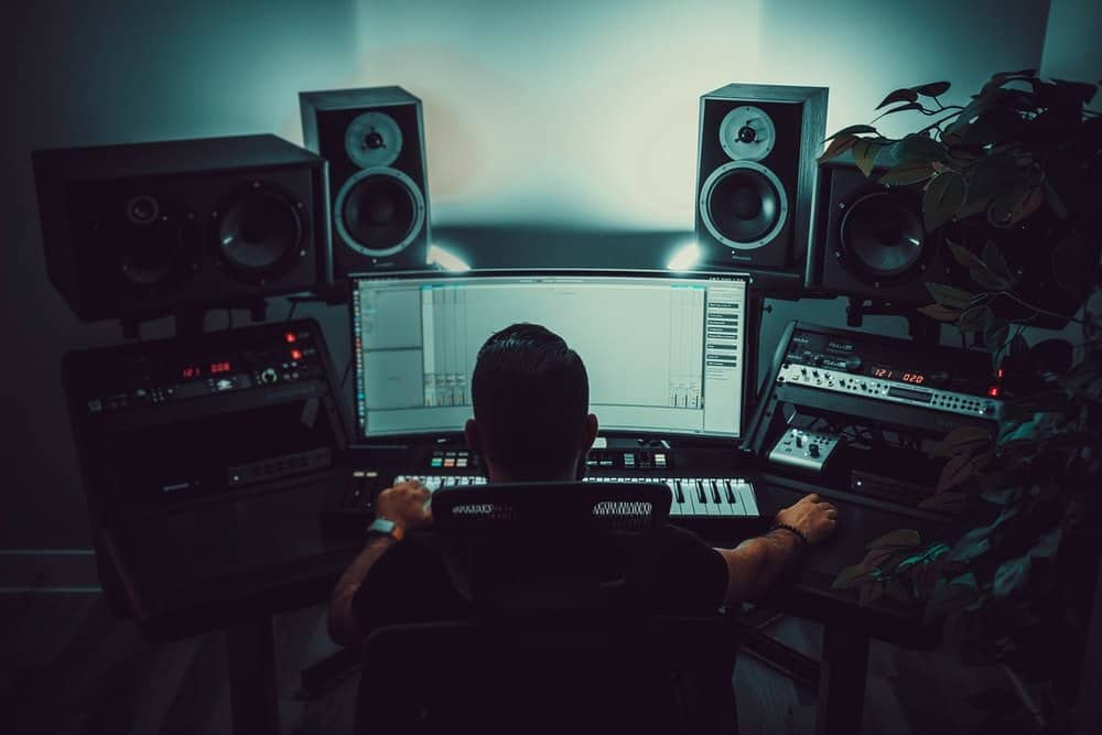Studio_monitors_professional