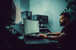 Modern Studio Equipment Benefits – State of the Art Monitors Are the Future