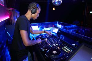 How to Become a DJ for Beginners